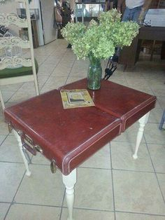 A suitcase repurposed into a table! A suitcase repurposed into a table! Furniture Projects, Furniture Makeover, Diy Furniture, Modern Furniture, Furniture Design, Plywood Furniture, Diy Projects, Vintage Suitcases, Vintage Luggage