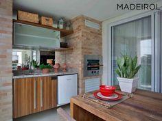 Sua varanda gourmet também merece móveis de qualidade para cozinhar e receber os amigos. 🍻 Faça o seu projeto na Madeirol - Móveis Planejados.