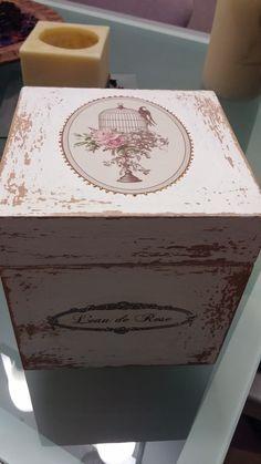 Cajas de madera decoradas artesanalmente, personalizables y por encargo, precio a partir de 30€ variando dependiendo del tamaño y materiales. Envios a España y Europa http://www.craftmebaby.com/es/shop/made-with-wood/cajas-de-madera-decoradas/
