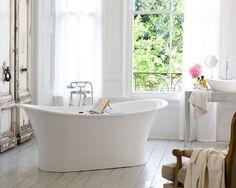 A banheira Toulouse é o mais recente lançamento da inglesa Victoria + Albert e se destaca por sua profundidade e estiloatemporal.  Podendo compor ambientes clássicos ou contemporâneos, esta banheira de imersão apresenta um design único com linhas fluidas e delicadas.  http://www.banheirasdoka.com.br/banheiras/banheiras-contemporaneas/82/banheira-toulouse.html