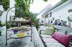9 Tipps für den Kurztrip zum NeusiedlerSee - maxima Glamping, Porch Swing, Outdoor Furniture, Outdoor Decor, Patio, Home Decor, Indoor Courtyard, Road Trip Destinations, Vacation