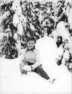 Marilyn Monroe at Mount Hood, Oregon, 1945. Photographed by Andrè de Dienes. °