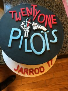 twenty one pilots cake 14th Birthday, Birthday Parties, Birthday Cakes, Twenty One Pilots Cake, Twenty One Pilots Aesthetic, Green Day Billie Joe, Cake Toppings, Cute Cakes, Cake Designs