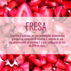 Pide la fresa como un topping delicioso y saludable. En Pomarrosa tenemos variedad en frutas para escoger. #pomarrosafrozenyogurt #elplacerdecomersano #frozenyogurt #frutas #fresas #strawberries #dessert #postre