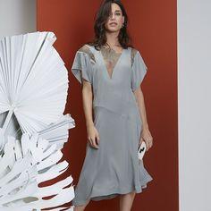 A S. Label nossa linha conceito tem os vestidos que você precisa para celebrar com sofisticação. [Acesse a e-store pelo link na bio e shop now] #EstiloSacada