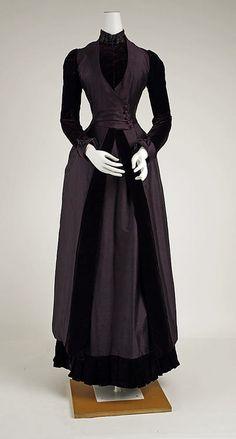 ravensquiffles:  Walking dress, silk with velvet and beaded...