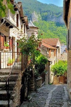 Gorges du tarn , France ~~ For more: - ✯ http://www.pinterest.com/PinFantasy/viajes-~-la-france-en-images/