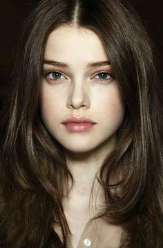 Makeup Tips Dark Skin, Pale Makeup, Makeup Tricks, Skin Tips, Dark Hair Pale Skin, Pale Face, Brown Skin, Brown Eyes, Most Beautiful Eyes