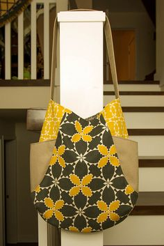 I love the line Folk Modern by Ellen Luckett Baker that came out a few months ago especially the gray and yellow combo but resisted buying. Jute Tote Bags, Diy Tote Bag, Fabric Handbags, Fabric Bags, Sacs Design, Diy Couture, Boho Bags, Craft Bags, Linen Bag