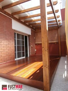 Pergolas de madera de Abeto laminado con techo de policarbonato celular de 10 mm. www.fustmar.com