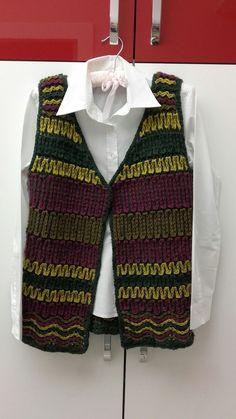 Crochet Jacket, Crochet Cardigan, Crochet Top, Moda Emo, Christian Dior, Prom Dresses Blue, Vest Jacket, Knitting, Jackets