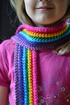 Free crochet pattern: Very easy #crochet rainbow scarf
