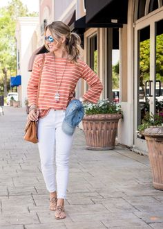Weekend Outfit with white jeans and striped top 3 Outfit Jeans, White Pants Outfit, Casual White Jeans Outfit Summer, Summer Weekend Outfit, Spring Summer Fashion, Spring Outfits, Spring Style, Jean Outfits, Cute Outfits