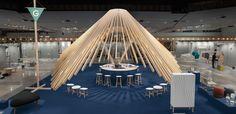 All'interno della Greenhouse hall for young designer alla Stockholm Furniture Fair, Note Design Studio ha progettato uno spazio ispirato alle possibilità di interazioni sociali che la fiera offre agli espositori.