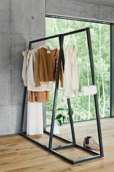 offener kleiderschrank kleiderstange garderobe industrial design industriedesign. Black Bedroom Furniture Sets. Home Design Ideas