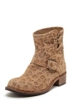 These seem both comfy and stylish. Matisse boots #leopard