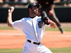 Justin Verlander #35 of the Detroit Tigers throws 2 innings. Justin Verlander's day: 2 IP, 1 H, 0 R, 0 ER, 1 BB, 1 K. 38 pitches.