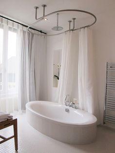 1000 images about le rideau de douche sa place dans de belles salles de bain on pinterest - Rideau baignoire d angle ...