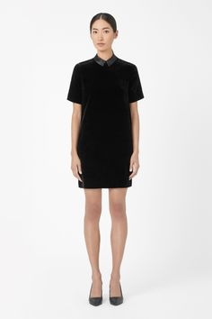 A subtle cocoon shape, this dress is made from soft velvet and has a narrow contrast collar. Loosely fitting with neat shoulders, it has short sleeves and a zip fastening along the back.