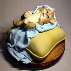 cat pillow cake by Cake Joan Zotova Crazy Cakes, Fancy Cakes, Cupcakes, Cupcake Cakes, Kitten Cake, Pillow Cakes, Gravity Cake, Edible Creations, Animal Cakes