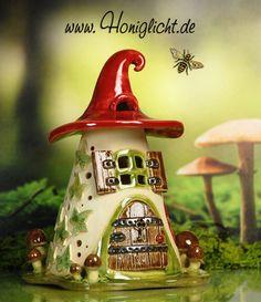 Windlicht Keramik Elfenhaus - mit kleinen braunen Pilzen