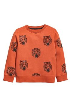 Top in printed sweatshirt fabric with ribbing around the neckline, cuffs and hem. Soft brushed inside.
