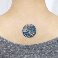 small model neck tattoo earth in blue planet color, Tattoo Models Small Meaningful Tattoos, Cute Small Tattoos, Pretty Tattoos, Beautiful Tattoos, Tattoo Earth, World Tattoo, World Globe Tattoos, Maori Tattoo Frau, Maori Tattoos