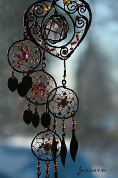 New jewerly bohemian diy dream catchers Ideas Wire Crafts, Diy And Crafts, Arts And Crafts, Bead Crafts, Creation Deco, Sun Catcher, Wire Art, Garden Art, Wind Chimes