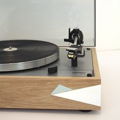 Platine vinyle restauration nantes. Thorens td166 en chêne massif. AudioPasdeloup Audio Hifi, Record Players, Restaurant, Turntable, Vintage, Blue, Design, Solid Oak, Acoustic Music
