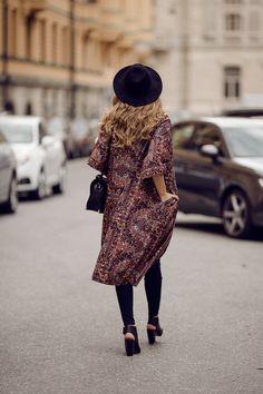 Love everything but the shoes. Outfits 2014, Long Kimono, Style Snaps, Autumn Winter Fashion, Fall Winter, Pretty Outfits, Monki, Dress To Impress, Boho Fashion