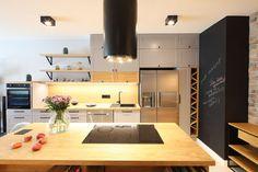 Kuchnia z wyspą - zobacz gotowy projekt wnętrza - Galeria - Dobrzemieszkaj.pl Divider, Kitchen, Room, Furniture, Home Decor, Living Room, Dots, Bedroom, Cooking