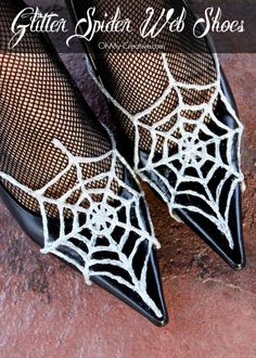 Make these Glitter Spider Web Shoes for Halloween using an old pair of pointy shoes and hot glue & glitter! Halloween Shoes, Holidays Halloween, Spooky Halloween, Happy Halloween, Halloween Decorations, Halloween Costumes, Halloween Stuff, Homemade Halloween, Halloween Makeup