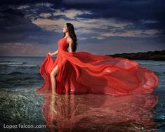Fashion Photography Beach Photo Ideas 19 New Ideas Beach Photography, Fashion Photography, Quince Pictures, Book 15 Anos, Quinceanera Photography, Night Photos, Dress Picture, Quinceanera Dresses, Best Photographers