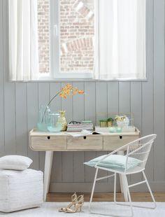 Eenvoud en elegantie, dat is waar houten bureau Viggo voor staat. Combineer jou favo accessoires met dit prachtige bureau en creëer een sfeervolle woonruimte #wantsandneeds.nl