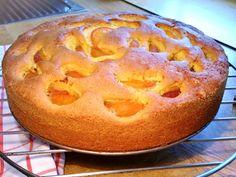 Das perfekte Aprikosen-Eierlikör-Kuchen-Rezept mit Bild und einfacher Schritt-für-Schritt-Anleitung: Vorbereitung: eine 26-cm-Springform mit Butter…