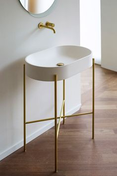 Bathroom Mirrors, Badezimmerspiegel, Fashion Your Bathroom With These Stylish Bathroom Mirrors Minimalist Bathroom Furniture, Minimalist Bathroom Design, Minimalist Home Decor, Bathroom Interior Design, Bad Inspiration, Bathroom Inspiration, Bathroom Ideas, Bathroom Trends, Bathroom Designs