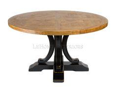 Стол круглый Hardwood Round Pedestal Table. Обеденный стол ручной работы из твердых лиственных пород. Столешница поддерживается прочной ногой дополненной с 4-мя декоративными элементами. Доски на топе соединены по принципу укладки паркетной доски и покрыты лаком на водной основе.
