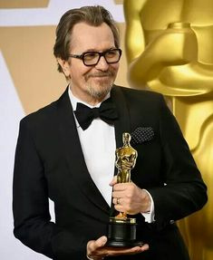 Gary Oldman Photos - Actor Gary Oldman, winner of the Best Actor award for 'Darkest Hour,' poses in the press room during the Annual Academy Awards at Hollywood & Highland Center on March 2018 in Hollywood, California. Academy Award Winners, Oscar Winners, Academy Awards, Hollywood Fashion, Hollywood Actor, Hollywood Style, Celebrity Crush, Celebrity Photos, Actor Gary Oldman