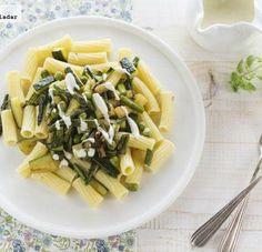 Pasta con verduras de primavera y salsa gorgonzola. Receta