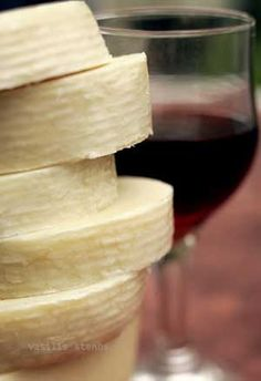 Kefalograviera is one of the finest Greek mountain cheeses. greek-foods-wines-spirits-i-love Greek Recipes, Wine Recipes, Greek Cheese, Greek Cooking, Perfect Food, Wines, Food And Drink, Favorite Recipes, Gourmet