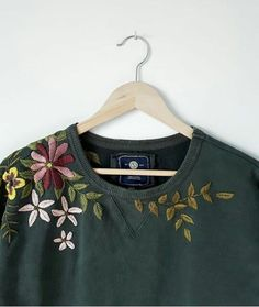 Upcycled Clothing 485685141066267638 - diy embroidery idea Source by celinelunakim Embroidery On Clothes, Shirt Embroidery, Embroidered Clothes, Embroidery Fashion, Embroidery Patterns, Modern Embroidery, Embroidery Stitches, Broderie Anglaise Fabric, T-shirt Broderie
