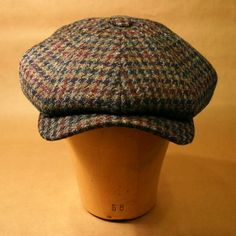 Extra wide newsboy cap in Harris TweedHarris tweed is cloth that has been hand-woven in the homes of. Country Hats, Country Wear, Driving Cap, Tweed Run, Golfer, Style Masculin, Man About Town, News Boy Hat, Flat Cap