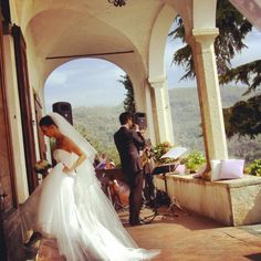 A #jazz #aperitif is perfect for a #wedding #receipt!! It create a #romantic #atmosphere and in the meantime #guests can easily talk to each other! www.castellodegliangeli.com