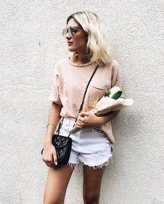 White cutoffs and a peach tee shirt Fashion Killa, Fashion Beauty, Womens Fashion, Style Outfits, Cute Outfits, Spring Summer Fashion, Spring Outfits, Chic Minimalista, Estilo Cool