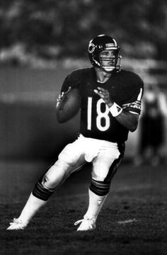 Quarterback Mike Tomczak of the Chicago Bears