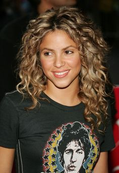 Check Out Our , Red Hair Shakira Hair Inspiration Color, 36 Ridiculously Y Shakira Moments Shakira, Shakira S Long Curly Hairstyle I Really Want This Her Cut and Color. Messy Curly Hair, Curly Hair Styles, Curly Hair Cuts, Natural Hair Styles, Frizzy Hair, Middle Part Curly Hair, Curly Perm, Shoulder Length Curly Hair, Curly Bangs