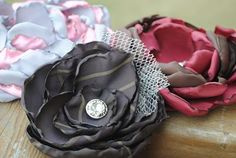 Burned fabric rosette headband or clip. Radman Dang didn't you do some like these? Satin Flowers, Diy Flowers, Fabric Flowers, Poppy Flowers, Flower Diy, Vintage Flowers, Pretty Flowers, Fabric Rosette, Fabric Flower Tutorial