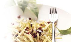 Pastinaken-Birnen-Salat: Jogurt und Zitronensaft verrühren, würzen. Pastinaken und Birnen daruntermischen, kurz ziehen lassen. Salat in Schalen verteilen, mit ...