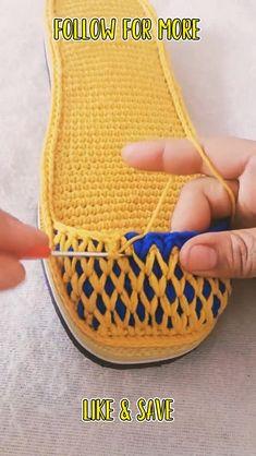 Crochet Bag Tutorials, Crochet Stitches For Beginners, Beginner Crochet Projects, Crochet Videos, Crochet Boots Pattern, Crochet Flower Patterns, Crochet Shoes, Easy Crochet Slippers, Loom Knitting Stitches