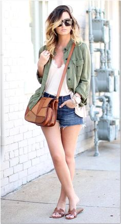 Best comfy outfit for spring khaki jacket cross-body bag top slides shorts. Spring Outfits, Trendy Outfits, Cool Outfits, Outfit Summer, Korean Outfits, Winter Outfits, Grunge Style, Chelsea, Khaki Jacket